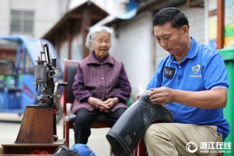 义乌修鞋匠坚持20余年做公益