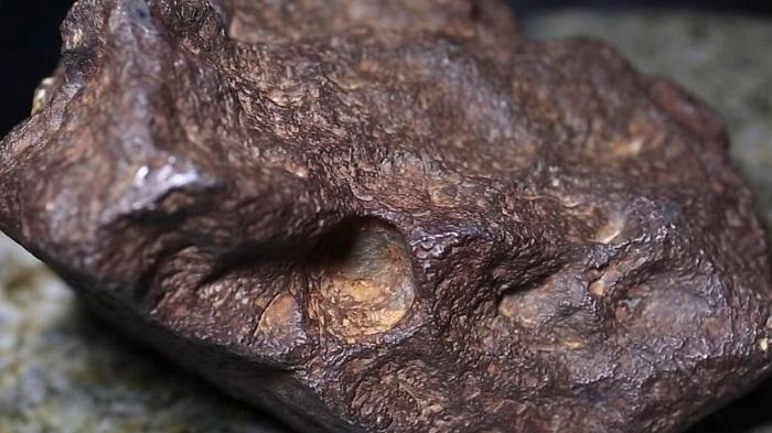 当了几十年门挡的陨石估值竟高达10万美元