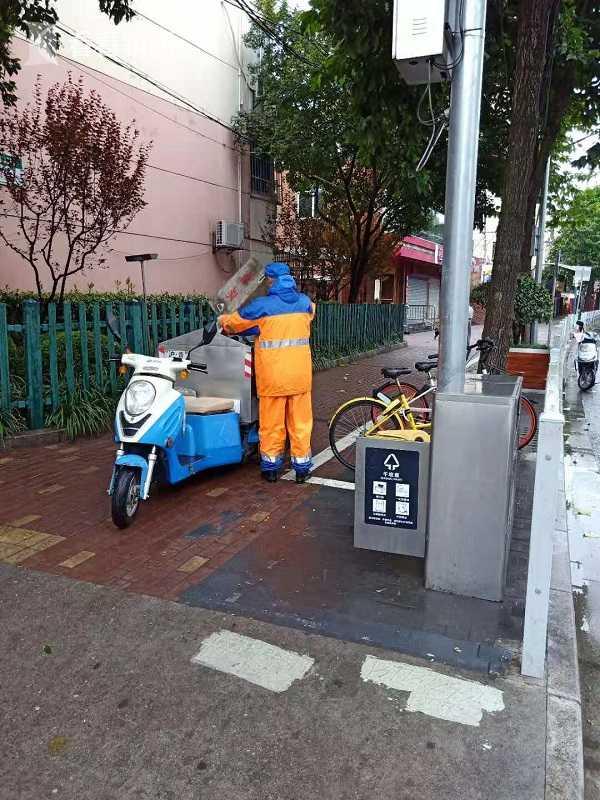 全力应对台风康妮 3万道路保洁人员提前上岗作业