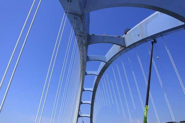 世界第一大跨度有推力拱桥钢箱梁顺利合龙
