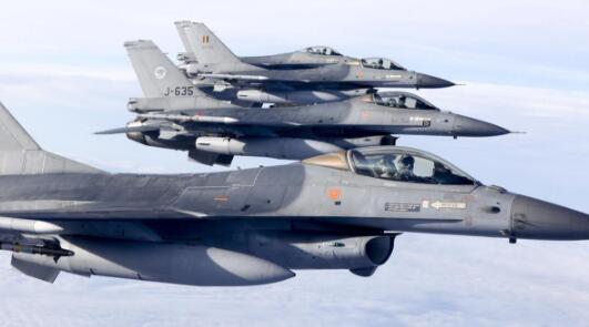 男子客机闹事伤多人 荷兰紧急派2架F-16战机护航