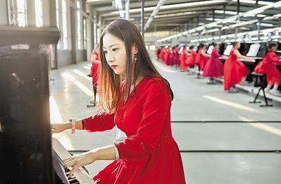衡水武强:钢琴齐奏祝福祖国