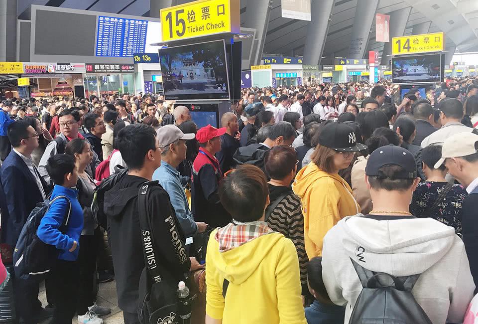 北京南站迎客流高峰 旅客