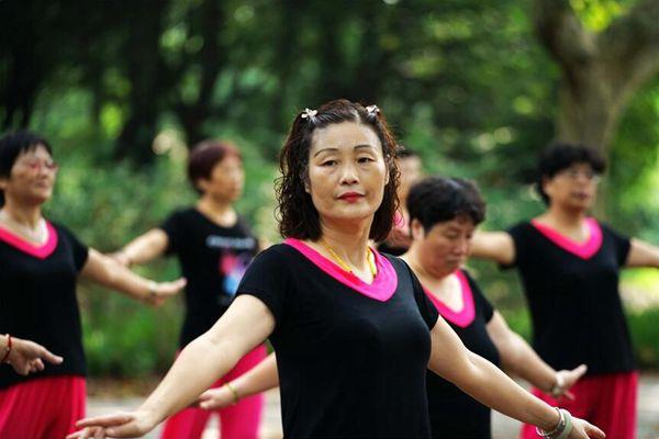 法媒:中国广场舞大妈正吸引商界关注