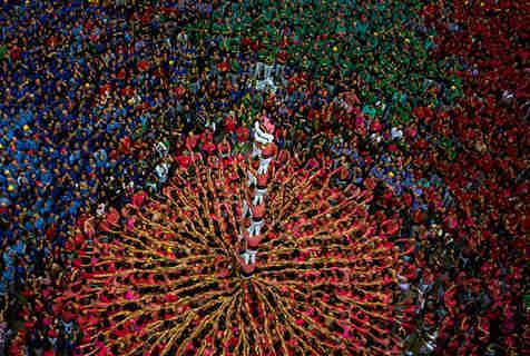 西班牙塔拉戈纳举行搭人塔比赛庆祝节日