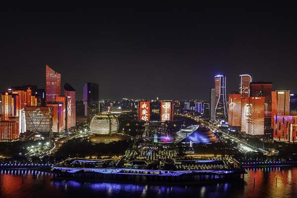 国庆假期即将结束 杭州进行最后一次国庆灯光秀