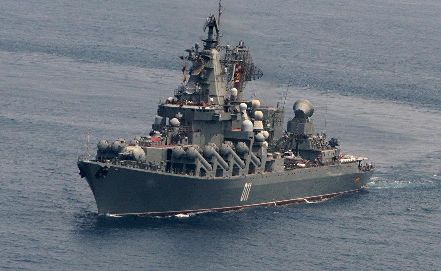 俄瓦良格号战舰结束访问日本 两国士兵互访军舰