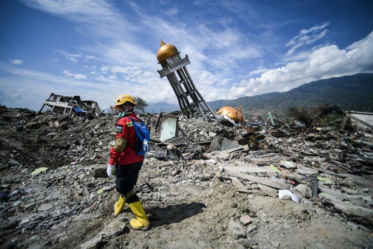 印尼地震海啸以来近2000具尸体从帕鲁找到 周四停止搜救