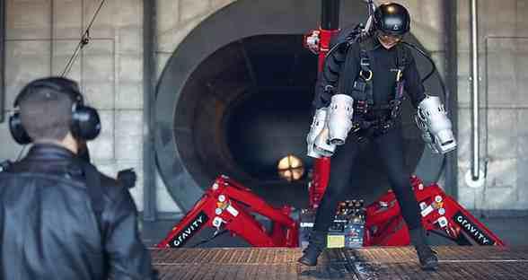 """英发明家发明""""钢铁侠""""套装 最高时速达51公里"""
