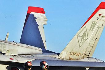 红旗军演美军F18C战斗机涂装很奇特