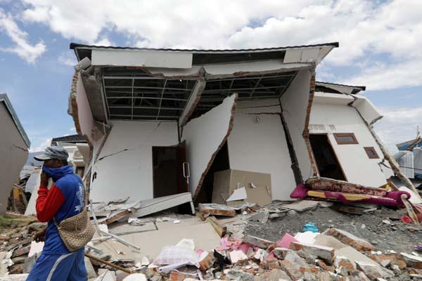 印尼地震海啸已致1700余人死亡 约5000人下落不明