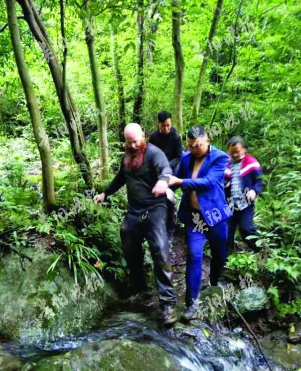 外籍游客擅入贵州海龙屯禁区失联 百人寻9小时找回
