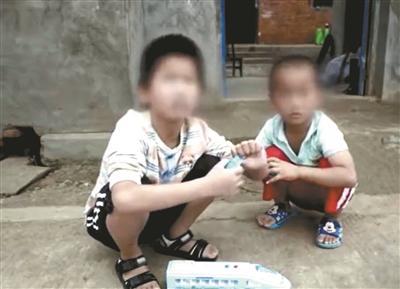 父亲虐待孩子 被剥夺监护人资格