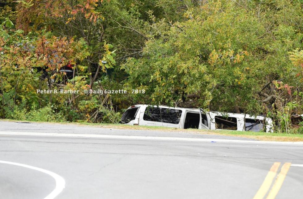 美国纽约街头婚礼豪车突发车祸 至少20人遇难