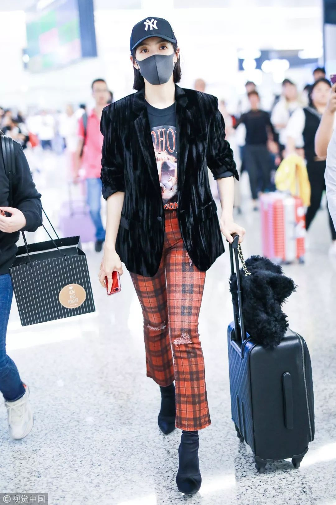 机场潮流分两派,唐嫣宋茜你站谁?