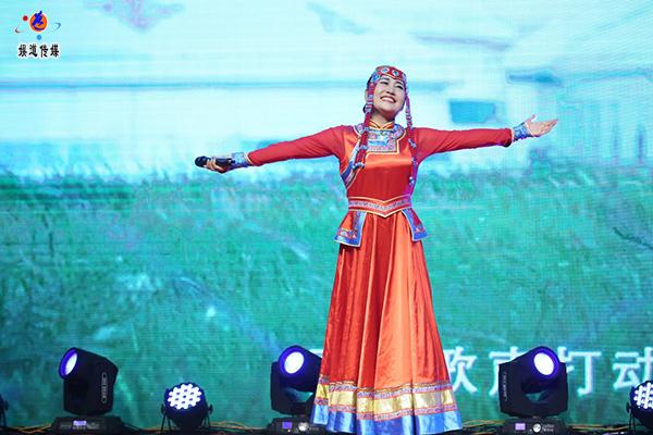 蒙古女歌手都兰娜(郭金艳)