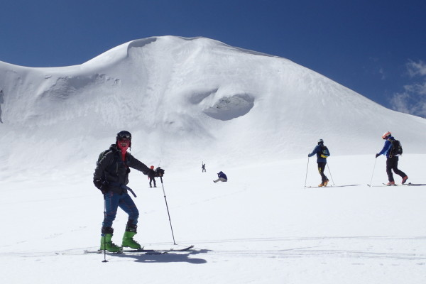 """38岁关掉公司玩滑雪 旁人眼中的""""异类""""却感谢自己的选择"""