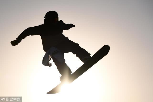 200余名运动员新西兰训练 在雪山上滑过整个夏天