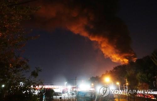 韩国一个储油罐起火并爆炸释放有毒气体 无人员伤亡