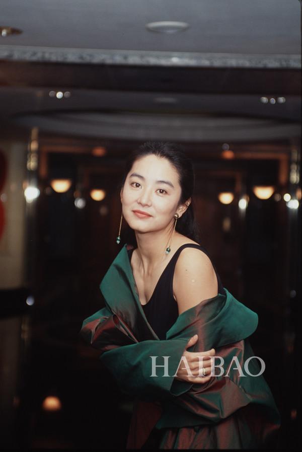 63岁林青霞与富商老公离婚了?女神优雅老去的姿态还真学不来!
