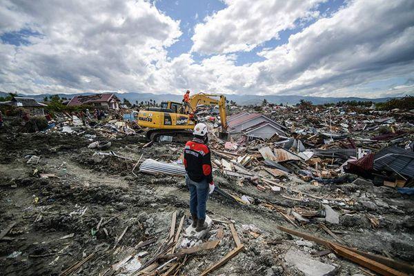 印尼地震海啸或致5000人受灾失踪 废墟满目疮痍狼藉一片
