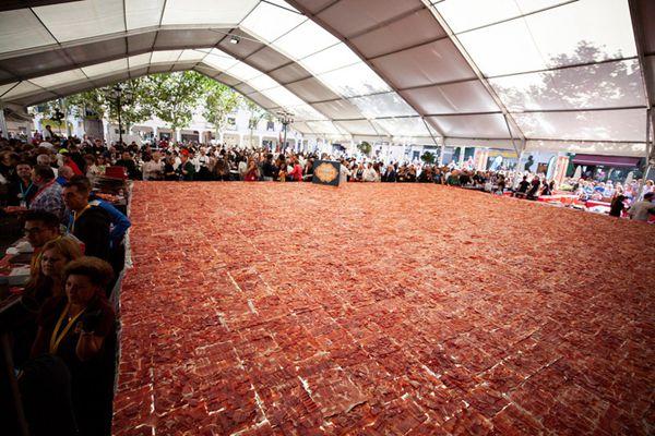 西班牙200名大师切500公斤火腿切片 欲破吉尼斯纪录