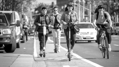 共享电动踏板车受到美国年轻上班族的欢迎。