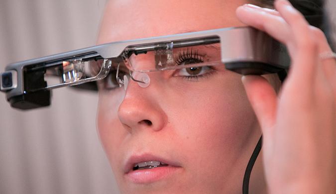英国国家剧院将为听障观众推出智能字幕眼镜
