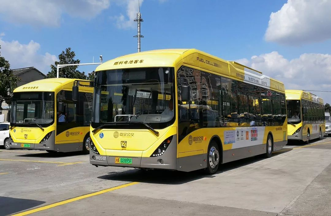 上海首条氢燃料电池动力公交车正式投入运营