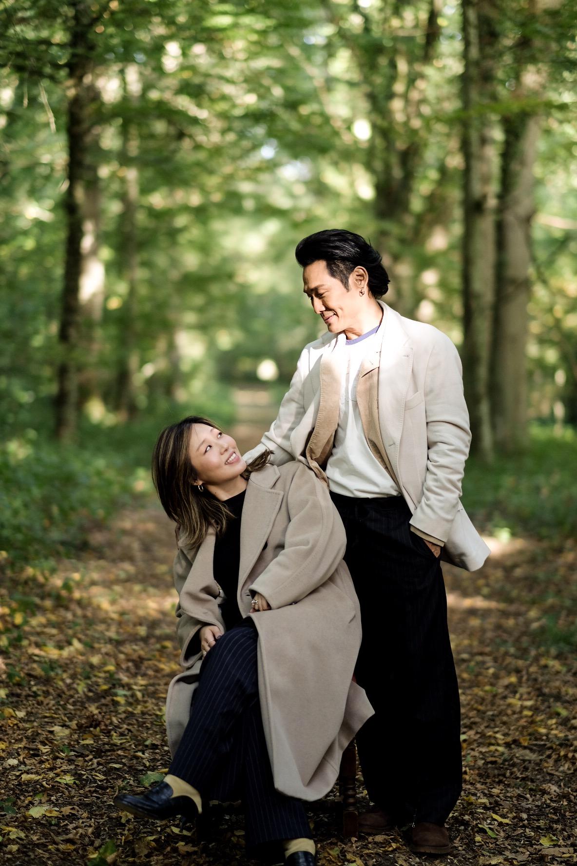 杜德伟伴爱妻散步巴黎 绅士雅痞显成熟魅力