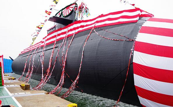 """日本全球首艘锂电潜艇""""凰龙""""号下水,2020年交付海上自卫队"""