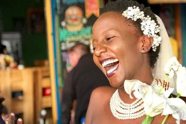 牛津大学乌干达女生办婚礼嫁给自己 拒绝包办婚姻