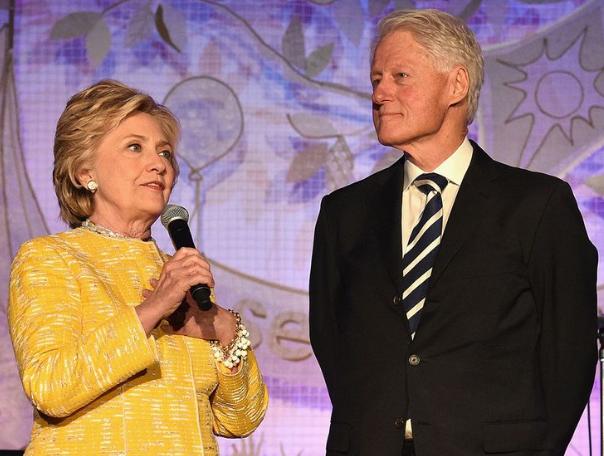 绝命毒师案重审 生财有道!克林顿夫妇将在13地巡回演讲 票价超5千