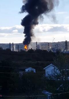 黑烟冲天!欧文石油加拿大炼油厂发生剧烈爆炸