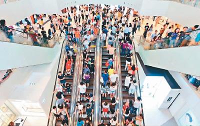 国庆节香港嗨起来了! 市民:要发展,就得跟住国家