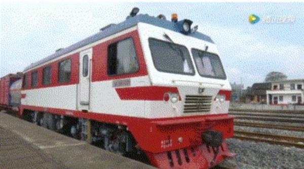"""全国第一辆""""消防火车""""亮相:时速可达120公里"""