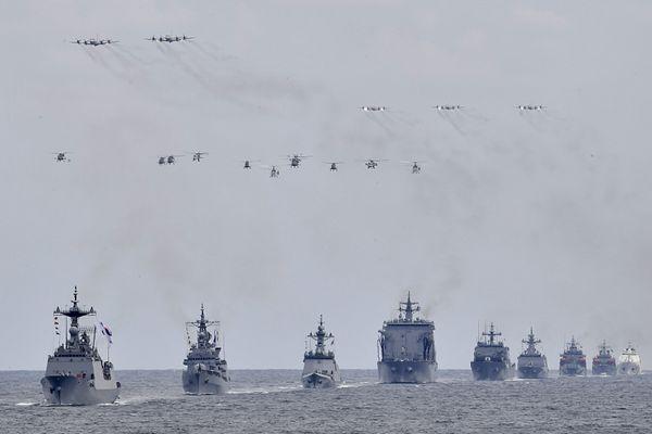 韩国海军国际阅舰式今日开幕 舰船排排航行气势雄伟