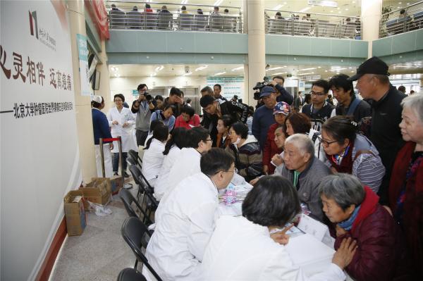 北大肿瘤医院举行世界镇痛日健康咨询活动