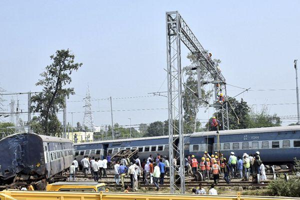 印度北方邦发生列车脱轨事故 至少4人死35人伤