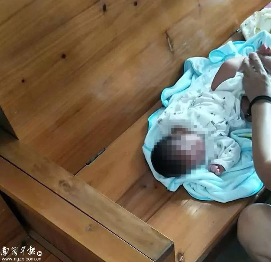 男婴出生两天便遭遗弃 亲生父母:没能力养就丢了