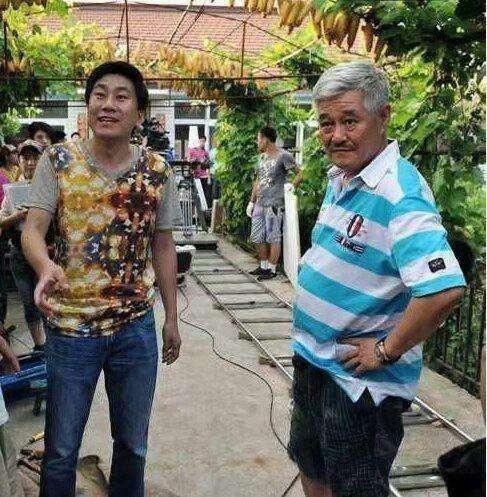 同演《乡村爱情》走红,今皮长山成导演,他却落魄到卖烧烤