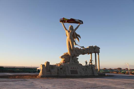 女娲金丝玉广场女娲雕塑揭开神秘面纱。