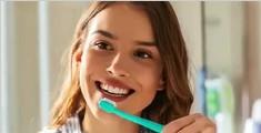 10个在家就能自然美白牙齿的方法