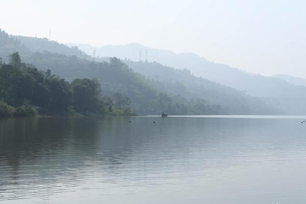 秋季美丽生态 三峡蓄水现平湖美景