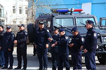 蒙古警察开放日家底尽出 装备装甲车