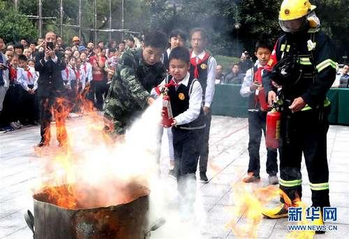 进博会疏导区举行消防救援综合演练