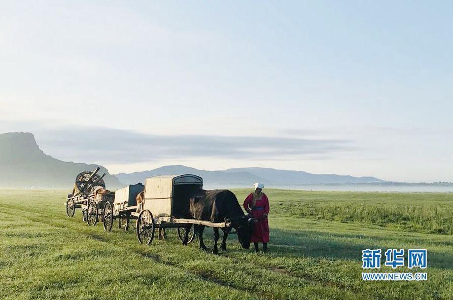 手机代替羊鞭、从蒙古包到楼房……在内蒙古发现40年的消失和新生