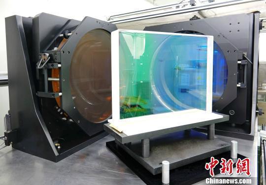 大尺寸激光薄膜反射元件。中科院上海光机所 供图