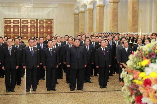 金正恩拜谒锦绣山太阳宫 首度公开随行人员部门