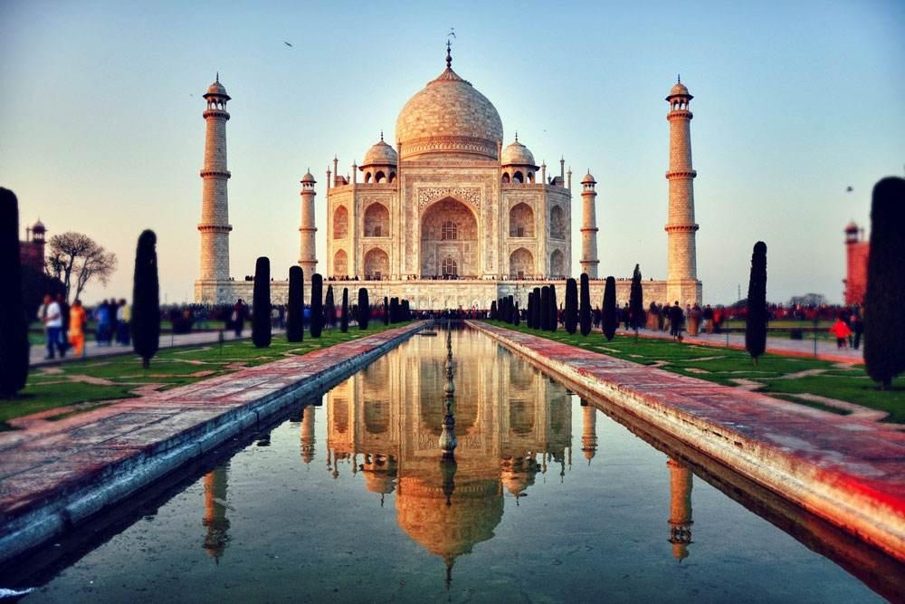 中国游客印度泰姬陵放无人机被查 道歉后放行